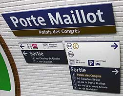 Signage in Porte Maillot metro station (line 1).
